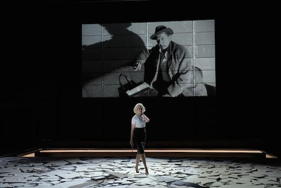 Manja Kuhl, André Jung on screen Photo: Thomas Aurin